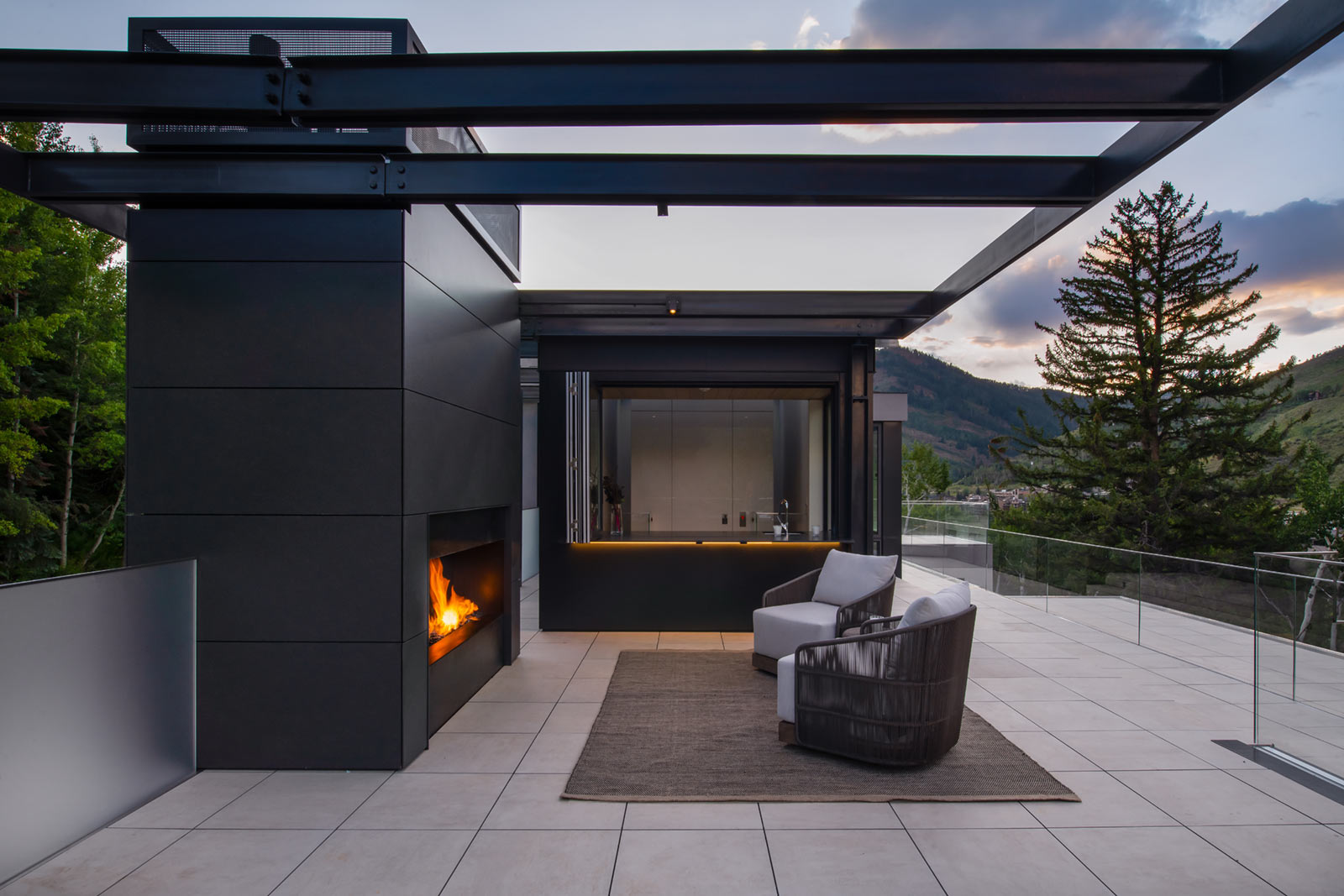 165 FOREST ROAD VAIL COLORADO ROOFTOP BAR 1 EXPANSIVE OUTDOOR LIVING SPACE